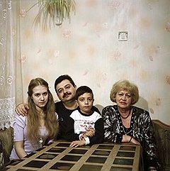 Александр Меграбян с детьми Надей и Ильей и своей мамой Раисой Павловной