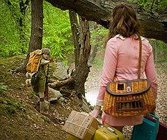 После исчезновения мальчика и девочки шериф (Брюс Уиллис) и тренер бойскаутов ищут беглецов, а отец девушки, кажется, что-то скрывает...