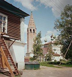 В Вятском— десятки памятников архитектуры. Воскресенская церковь, которая была построена в 1750году,— один из них