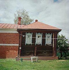 Дом купца Горохова (на фото) и Богоявленская часовня— купель тоже восстановлены на средства семьи меценатов