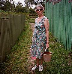 Дачница Нина Васильевна за водой к источнику ходит, но его художественным оформлением недовольна
