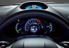 Автомобильные конструкторы наперегонки соблазняют покупателей игровыми элементами. Вот, к примеру, хондовская система Eco Assist: она обучает навыкам экологического вождения и засчитывает очки в виде листочков на встроенном мониторе