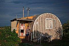 """Этот дом, в котором живут Ольга Жежеря и ее сын Дима, называется """"бочка"""""""
