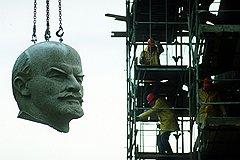 Демонтаж памятника Ленину в Берлине, без которого не состоялся бы памятник Кутузову в Москве