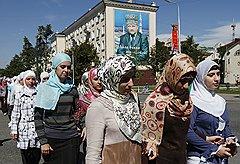Чеченки строго выполняют требования мусульманского дресс-кода