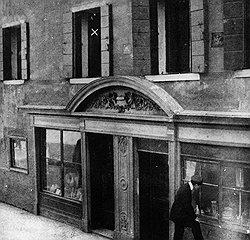 """В этом венецианском доме был убит граф Комаровский. Сейчас здесь открыт бар-музей """"Тарновска"""", названный по имени заказчицы убийства и любовницы несчастного графа"""