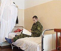 Никакой атипичной пневмонии нет. Есть армейская пневмония, от которой и лечат этого солдата-срочника в магаданском госпитале