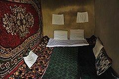 """Мебели в таджикских домах нет. Есть ковры, """"курпачу"""" (матрасы) и подушки"""