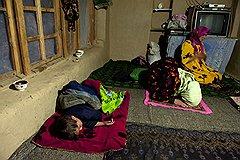 Вся жизнь таджика проходит на полу, здесь он ест, спит и молится