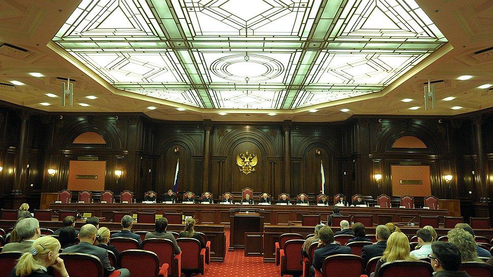 """Недовольство последними российскими законами крепнет как в России, так и за рубежом. В Конституционном суде РФ все чаще слышны """"особые мнения"""""""