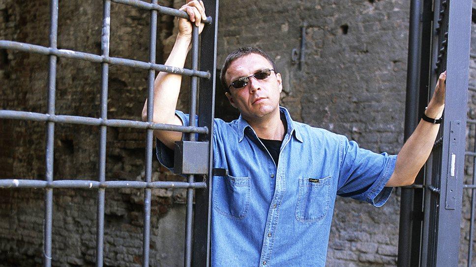 Уйдя от мира и людей, Виктор Пелевин (на фото) так и не смог освободиться от диктата рынка