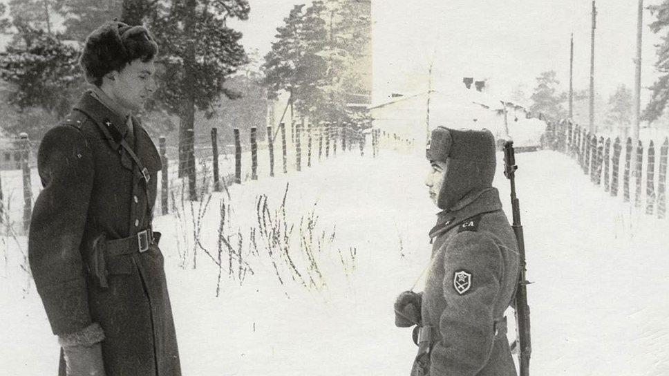 Михаил Сеславинский (слева) в армии. 1989 год