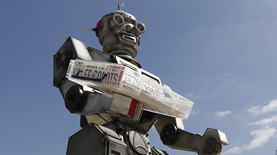 """С помощью этого забавного робота активисты предупреждают о возможном появлении его менее забавных собратьев — """"роботов-убийц"""""""