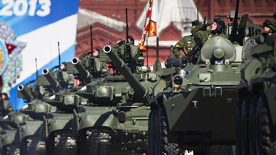 Военная техника на городских площадях выглядит странно, но смотрится всегда эффектно