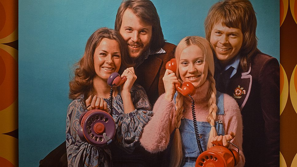 Номер этого телефона известен только членам группы. Если раздастся звонок, значит кто-то из четверки на проводе