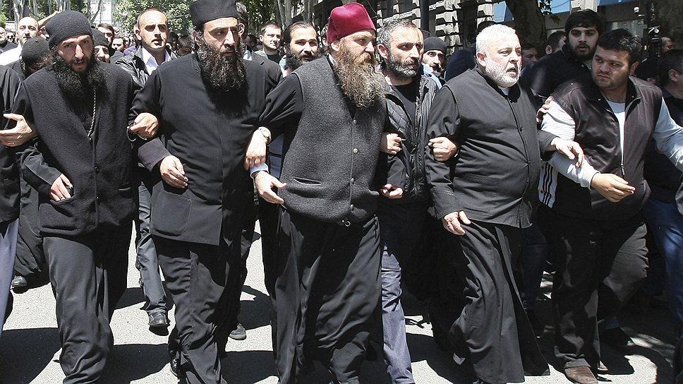 Что делать с радикально настроенными священниками, авторитет которых в Грузии высок, не знает никто