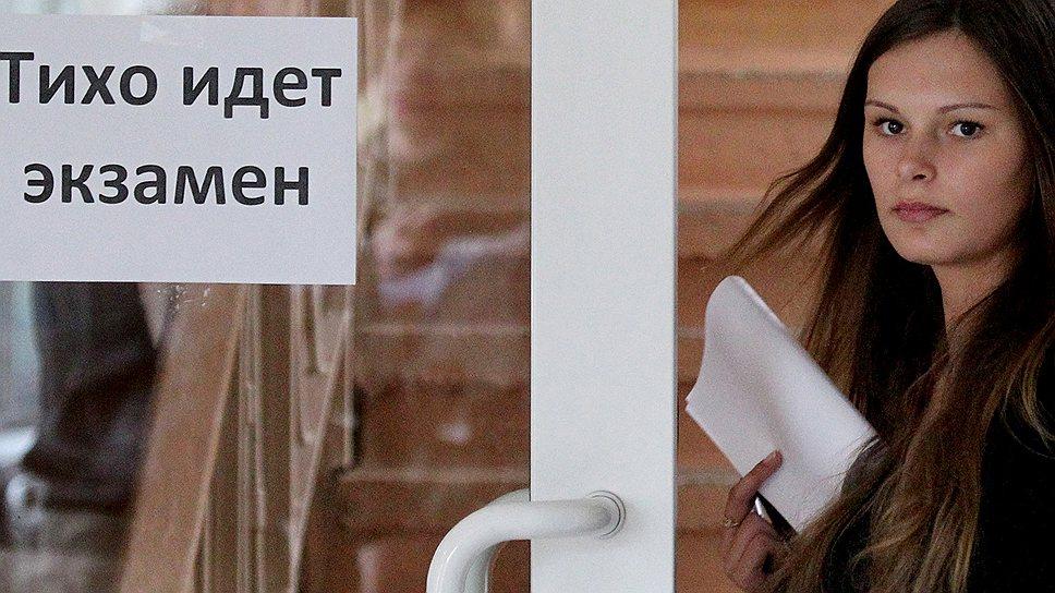 ЕГЭ превратился не столько в поверку знаний, сколько в тест на честность для миллионов российских школьников. И этот тест реально калечит судьбы, независимо от того, как он пройден