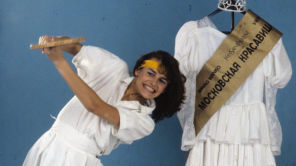 Фотографии Маши Калининой облетели всю планету, ее принимали президенты и министры, богатые женихи со всего мира предлагали ей руку и сердце. Позже девушка переехала в Америку и поступила в актерскую школу Голливуда. Сегодня Маша Калинина живет в Лос-Анджелесе, преподает йогу в собственной студии