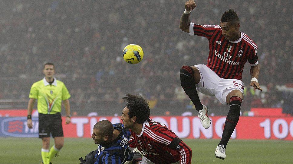 """Защитник """"Милана"""" Алессандро Неста (в центре) снова интересует итальянское следствие"""