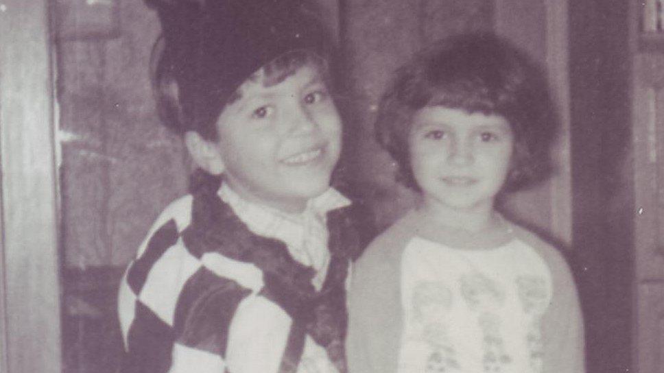 Максим Ноготков с сестрой Леной. 1984 год