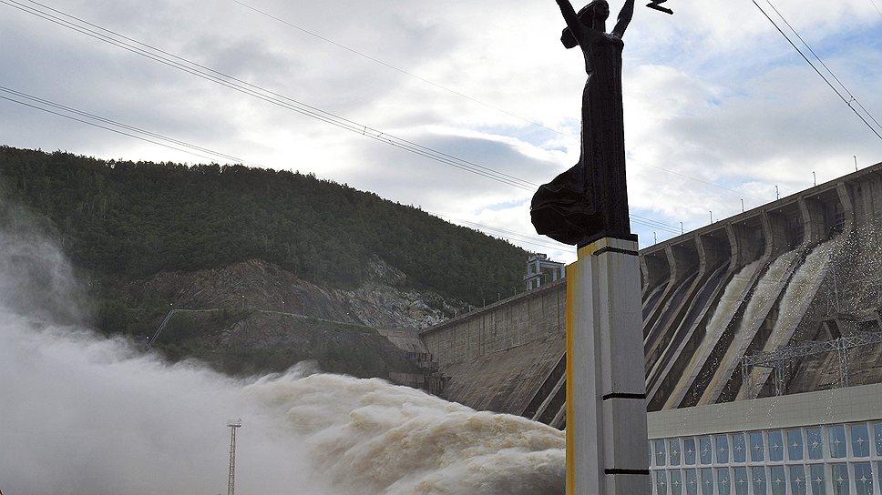 Власти и жители надеются, что плотина Зейской ГЭС сдержит сильный паводок