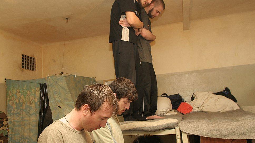 Не всякий тюремный намаз сопровождается благими помыслами