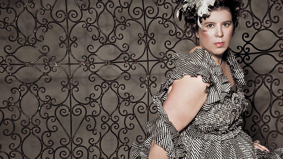 Жоана Вашконселуш весело пропагандирует и моду, и искусство