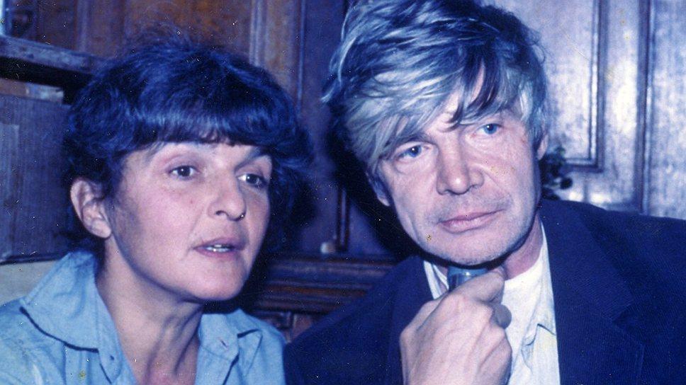 Наталья Шмелькова и Венедикт Ерофеев. В мастерской у художника Виктора Михайлова. 1980-е годы