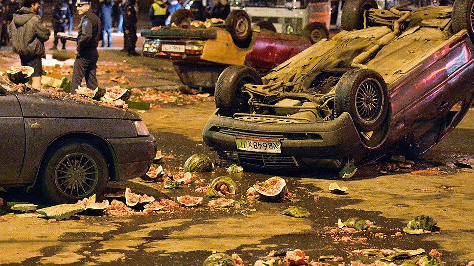 """В Бирюлево бахчевые развалы и стоянки дешевых машин считались рассадниками """"нерусского духа"""". Они и стали первыми мишенями для погромщиков"""