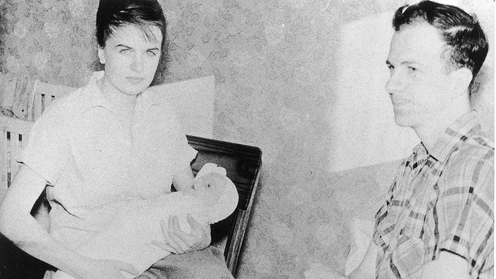 Ли Харви Освальд с женой Мариной и дочерью