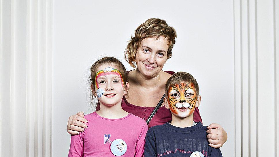 Ольга Кирьянова, 40 лет, домохозяйка. С ней Алена, 8 лет, и Кирилл, 9 лет