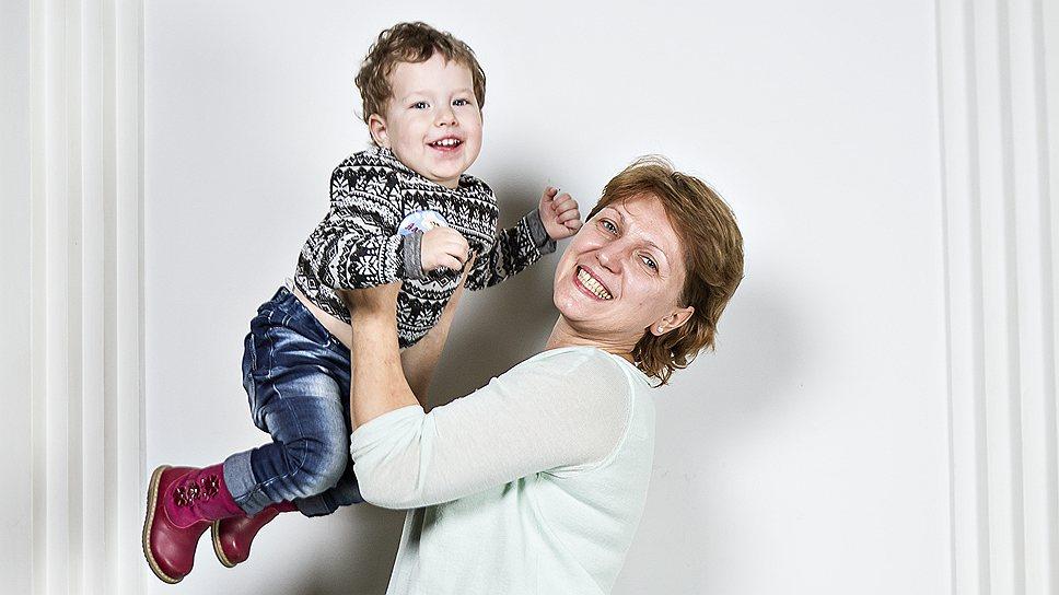 Елена Ямасалова, 47 лет, домохозяйка. С ней Саша, 2 года и 1 месяц