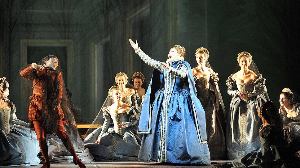 """""""Дон Карлос"""" оказался постановкой одинаково важной как для Большого театра, так и для оперного процесса в целом (на фото — сцена из спектакля)"""