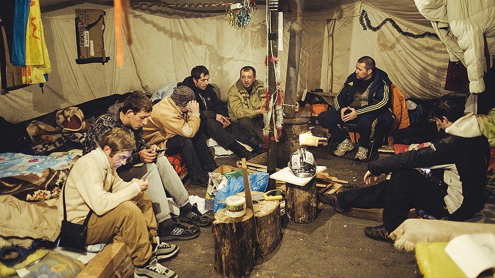В харьковской палатке знают, кто виноват, но не знают, что делать