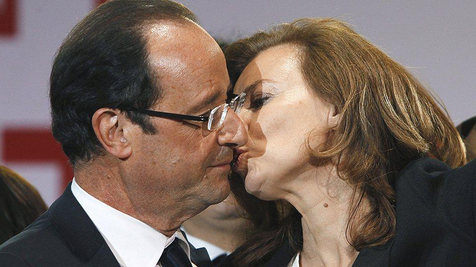 Один из первых президентских поцелуев Франсуа Олланда предназначался Валери Триервейлер: известная журналистка немало сделала для его избрания