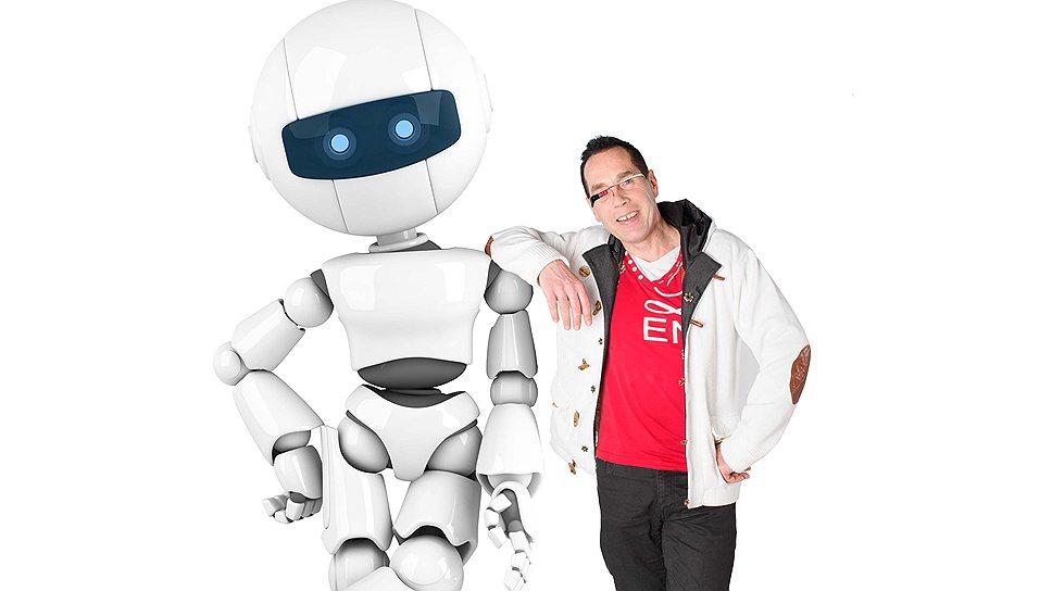 Будущее гораздо ближе, чем кажется: футуролог Марсель Буллинга в обнимку с роботом
