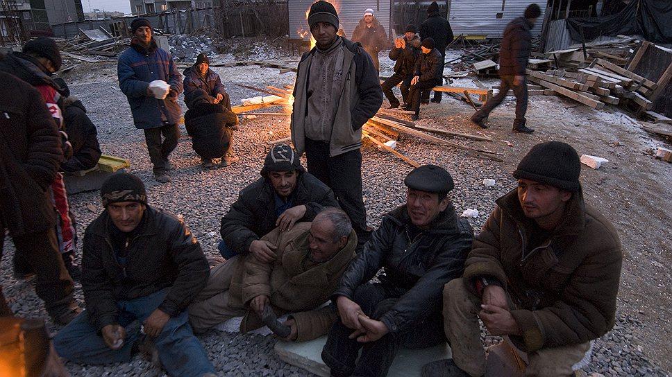 Трудовым мигрантам, обиженным работодателем или полицейским, помогают их же соотечественники. Главное — не сидеть сложа руки