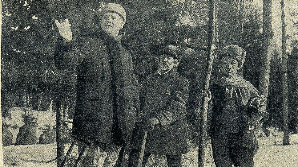 """На лыжах в """"Пенатах"""": Шаляпин (слева), Репин (в центре) и китайский слуга Шаляпина"""