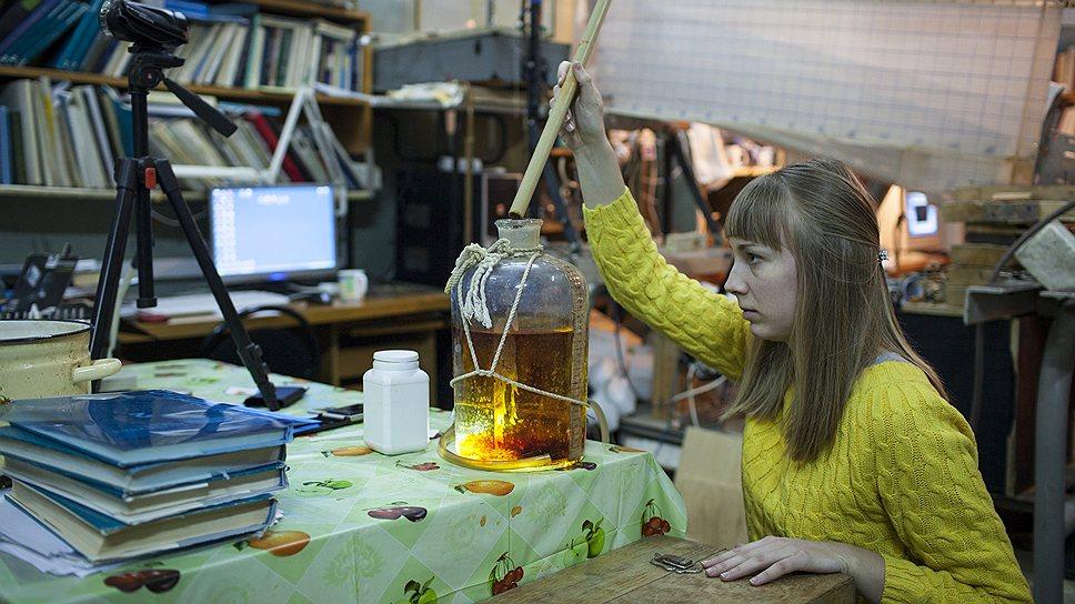 Анна Попова говорит, что у них в Институте океанологии на исследования и замеры уходят месяцы