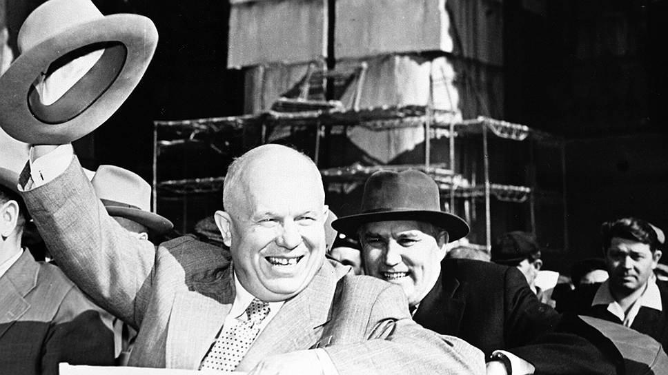 Никита Хрущев (слева) и его первый зам Фрол Козлов (справа) на Сталинградской ГЭС