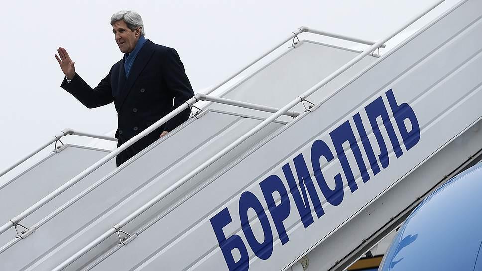 Визит госсекретаря США Джона Керри в Киев на прошлой неделе умиротворения не принес