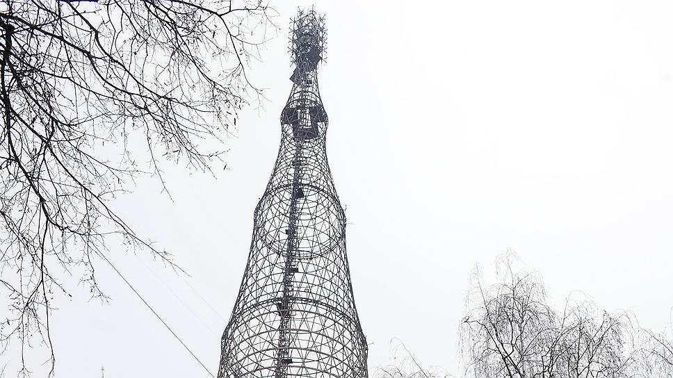 Целиком увидеть уникальную башню сейчас невозможно