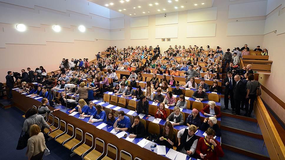 Занятий в аудитории сегодня становится все меньше. Будущее-- за самостоятельной работой