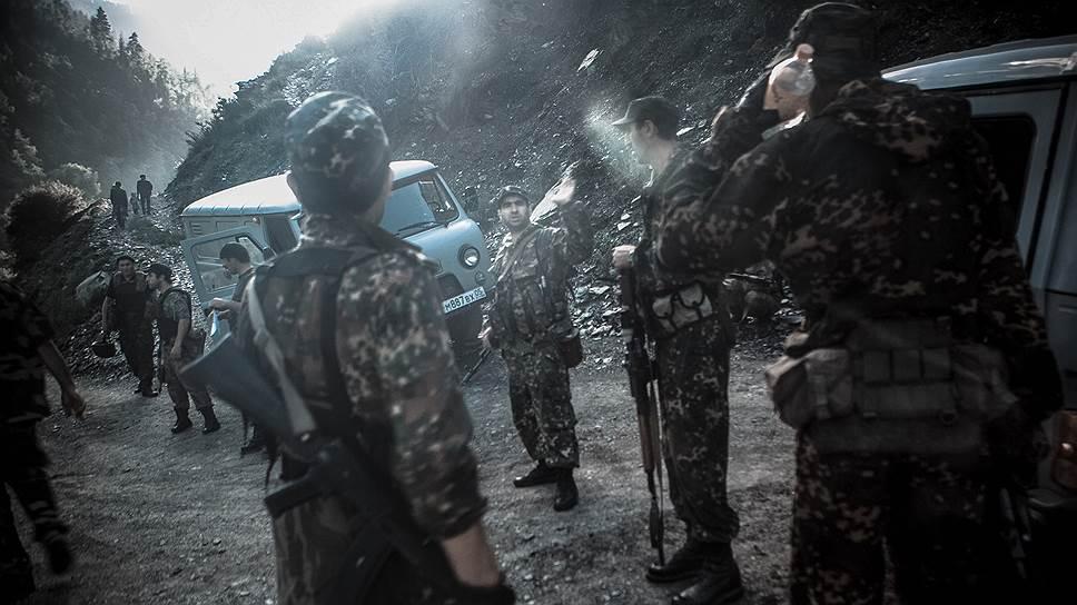 Военный блокпост на горной дороге