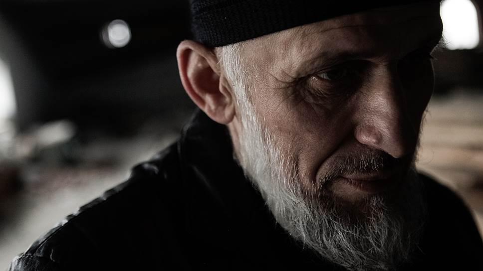 Правоверный в мечети, Махачкала
