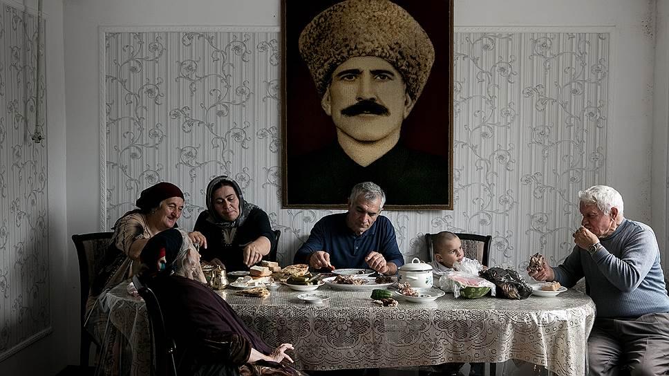 Праздничный семейный ужин в Курбан-байрам