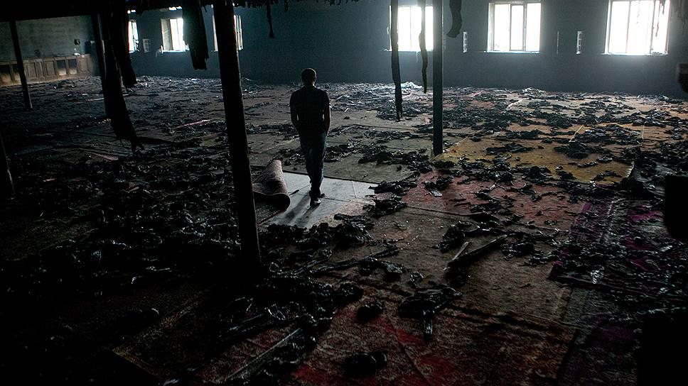 """Сожженная мечеть в Карамахи. В 2012-м здесь убили имама и двух прихожан. Власти считают, что это дело рук """"ваххабитов"""""""