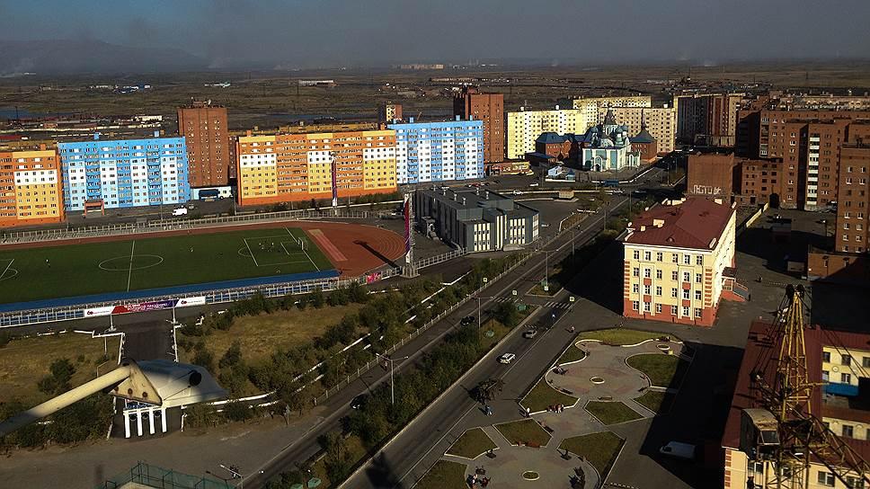 Лето в Норильске — отличный повод сыграть в футбол на недавно отремонтированном стадионе