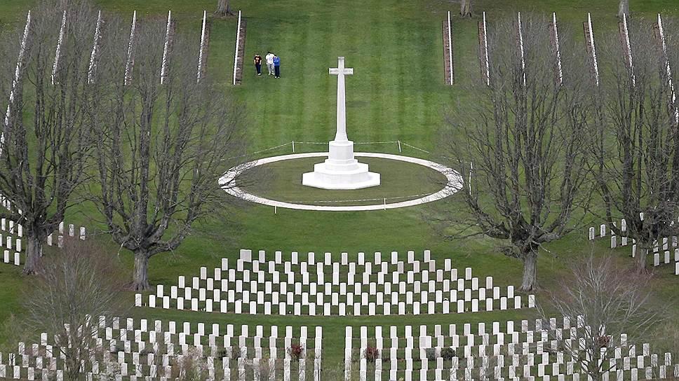 Памятники высадке на севере Франции на все вкусы. Это военное кладбище в Байе — одно из самых крупных в Нормандии