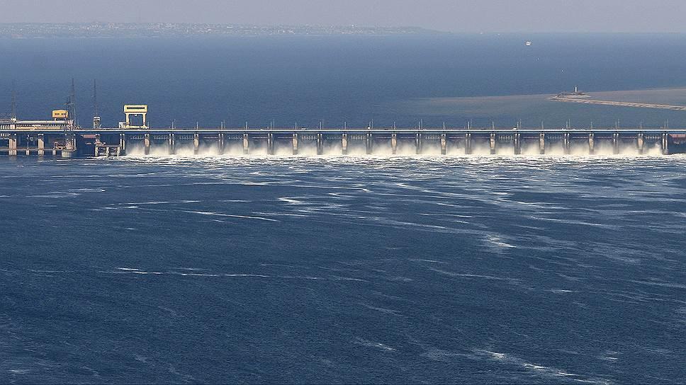 Так могущественно Волжская ГЭС выглядит, если смотреть с вертолета